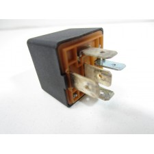 Black relay Lancia Thema and Fiat croma I I